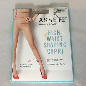 NWT Assets Spanx High waist shaping capri 1
